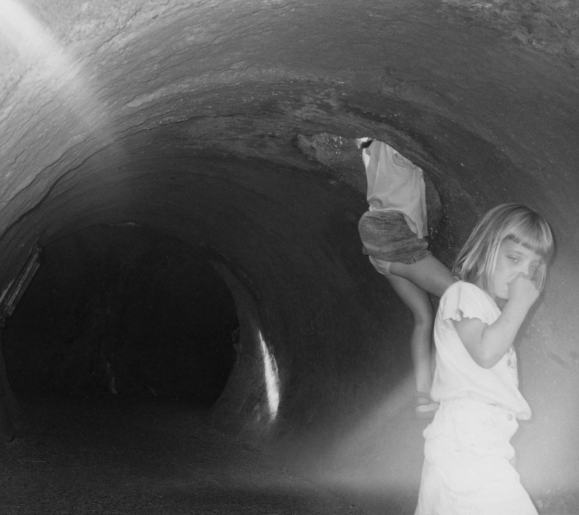 kids in tunnelbw)